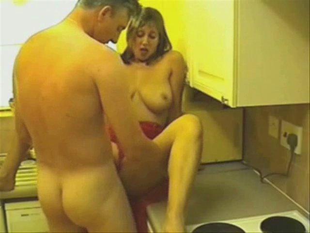 Домашний секс на кухне