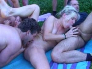 Групповой секс на природе