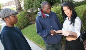 Озабоченная хозяйка сдаёт жильё двум неграм