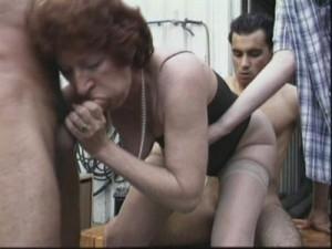 Две пошлые старушки в дикой секс оргии