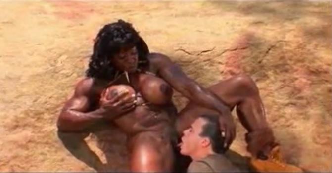 Мускулистая амазонка выебала свою жертву