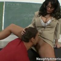 Двоечнику пришлось удовлетворить учительницу