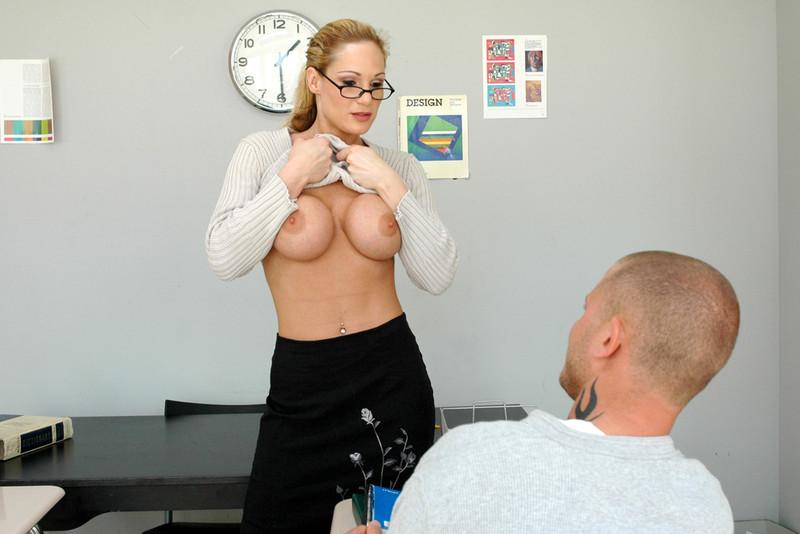 Студент гуляка удовлетворил свою училку